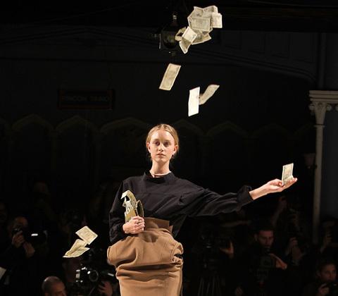money_throwing